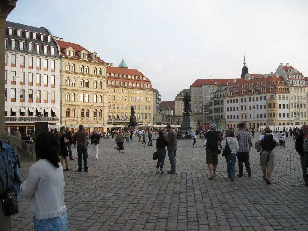 Pseudohistorische Hotel-Fassaden auf dem Dresdner Altmarkt