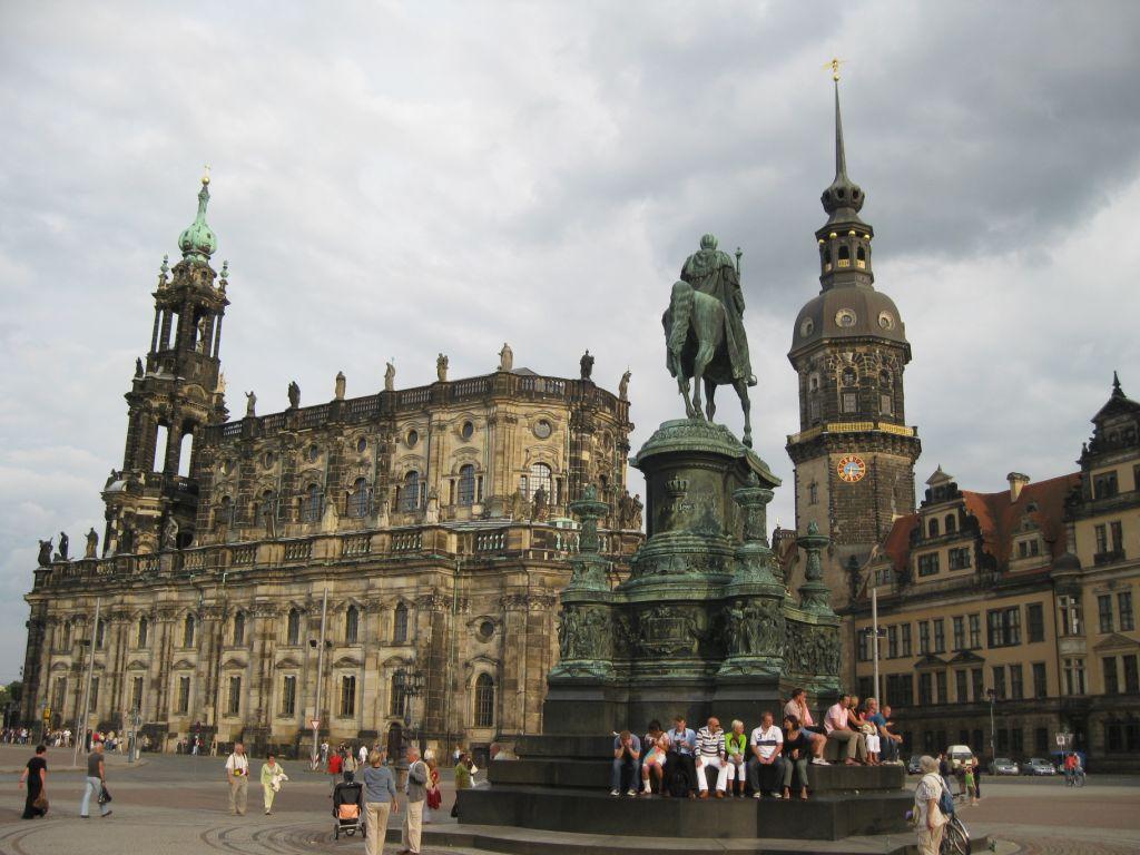 Dresden - Hofkirche, Standbild, Residenzschloss
