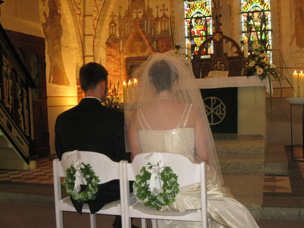 Susannah und Carsten vor dem Traualtar